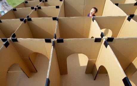 Cardboard maze. . les