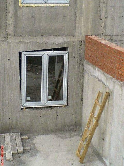 construction Fail. .. even the ladder is uneven fail buildings construction