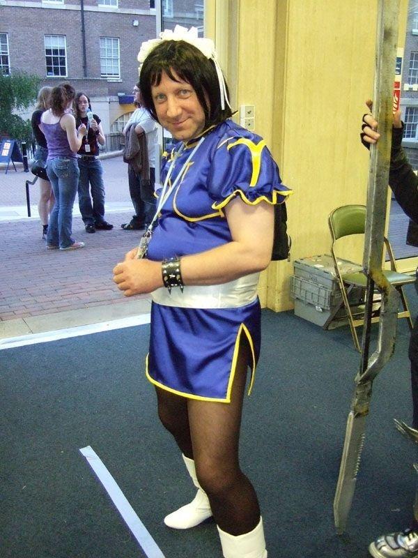 Cosplay Fail 3/3. wtf .... street fighter chun li fail cosplay