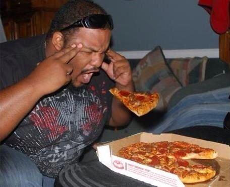 Good way to eat pizza?!. . Good way to eat pizza?!