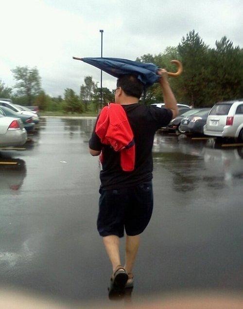 Something is wrong. . something wrong Umbrella Rain fail funny